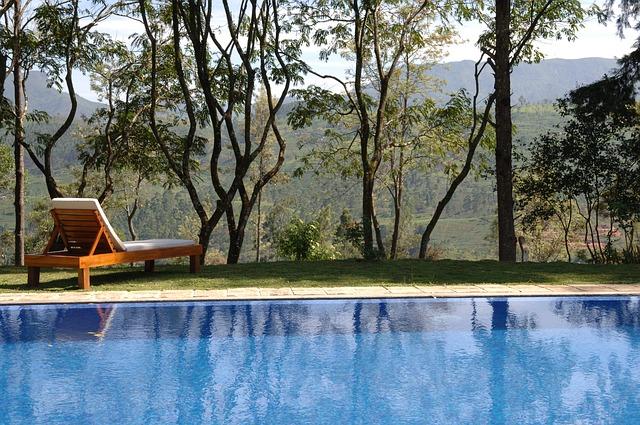 bazén v přírodě.jpg