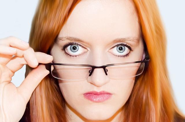 žena oko brýle