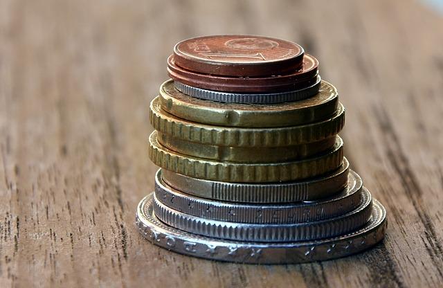 sloupec mincí, detail
